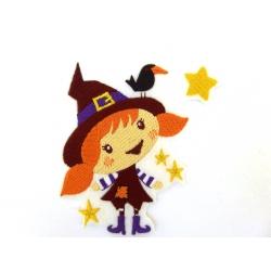 Ecusson halloween fillette avec un oiseau sur son chapeau