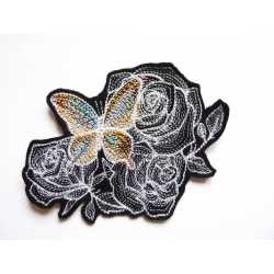 Patch thermocollant papillon sur des roses