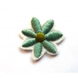 Broderie machine petite fleur verte