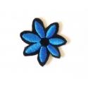 Broderie machine petite fleur bleue et noire