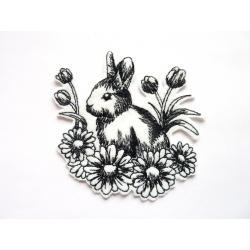 Patch thermocollant lapin dans les fleurs