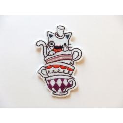 Appliqué patch chat dans des tasses à café