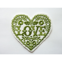 Appliqué patch thermocollant love dans un coeur avec des petits coeurs
