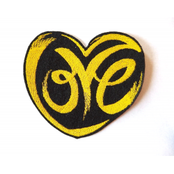 Patch thermocollant love dans un coeur