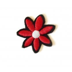 Broderie machine petite fleur rouge et blanche