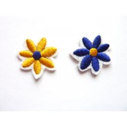 Broderie machine petite fleur bleu-jaune et jaune-bleue